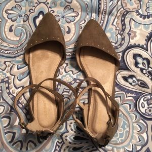 Woman's olive sandals